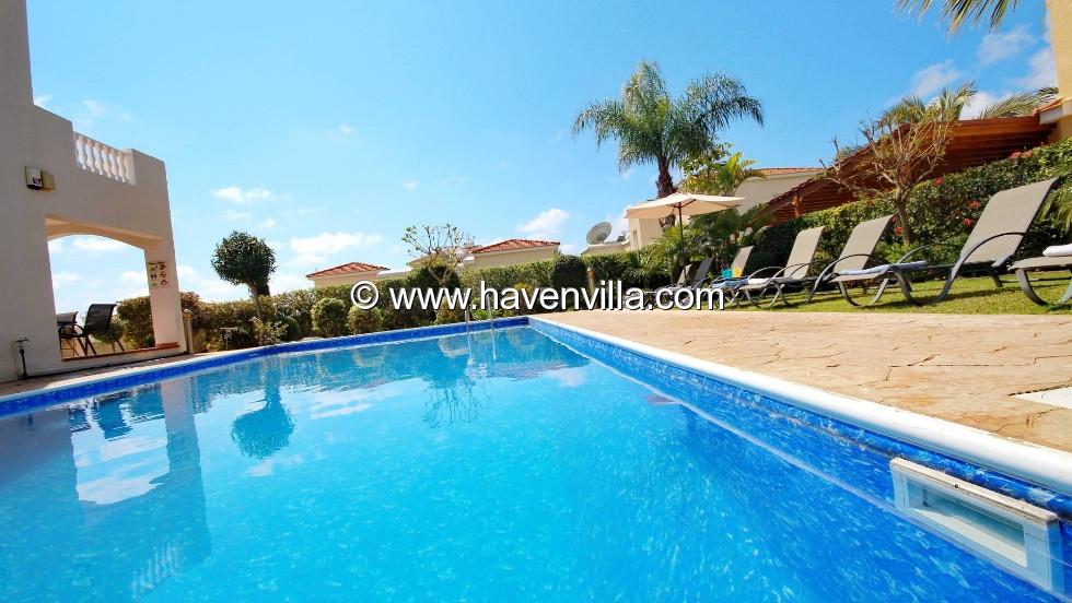 Coral Bay villa 173