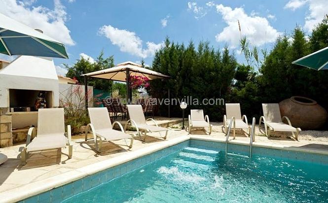 Coral Bay villa 357
