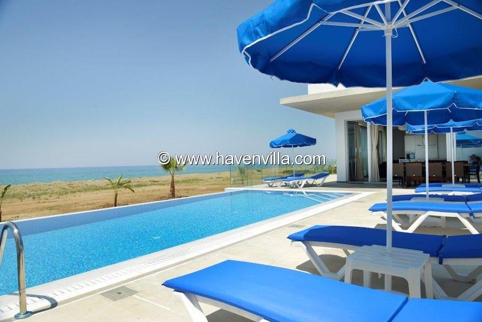 Holiday villa on the beach in Argaka
