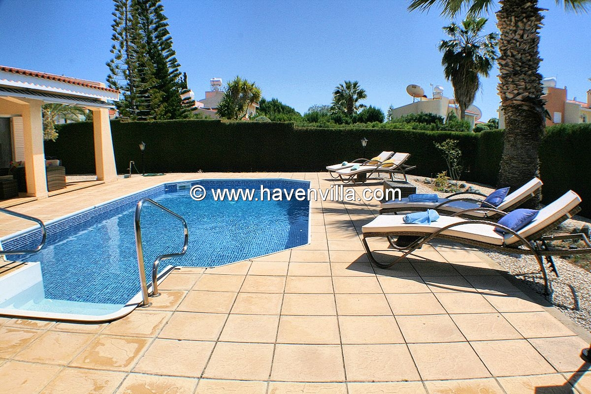 Coral Bay villa 399